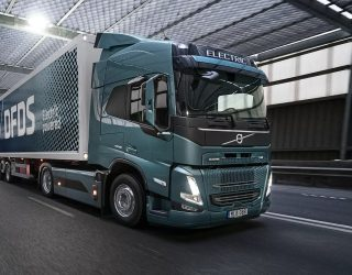 Volvo Trucks is celebrating the signing of a deal that will see 100 FM Electric trucks being delivered to DFDS.